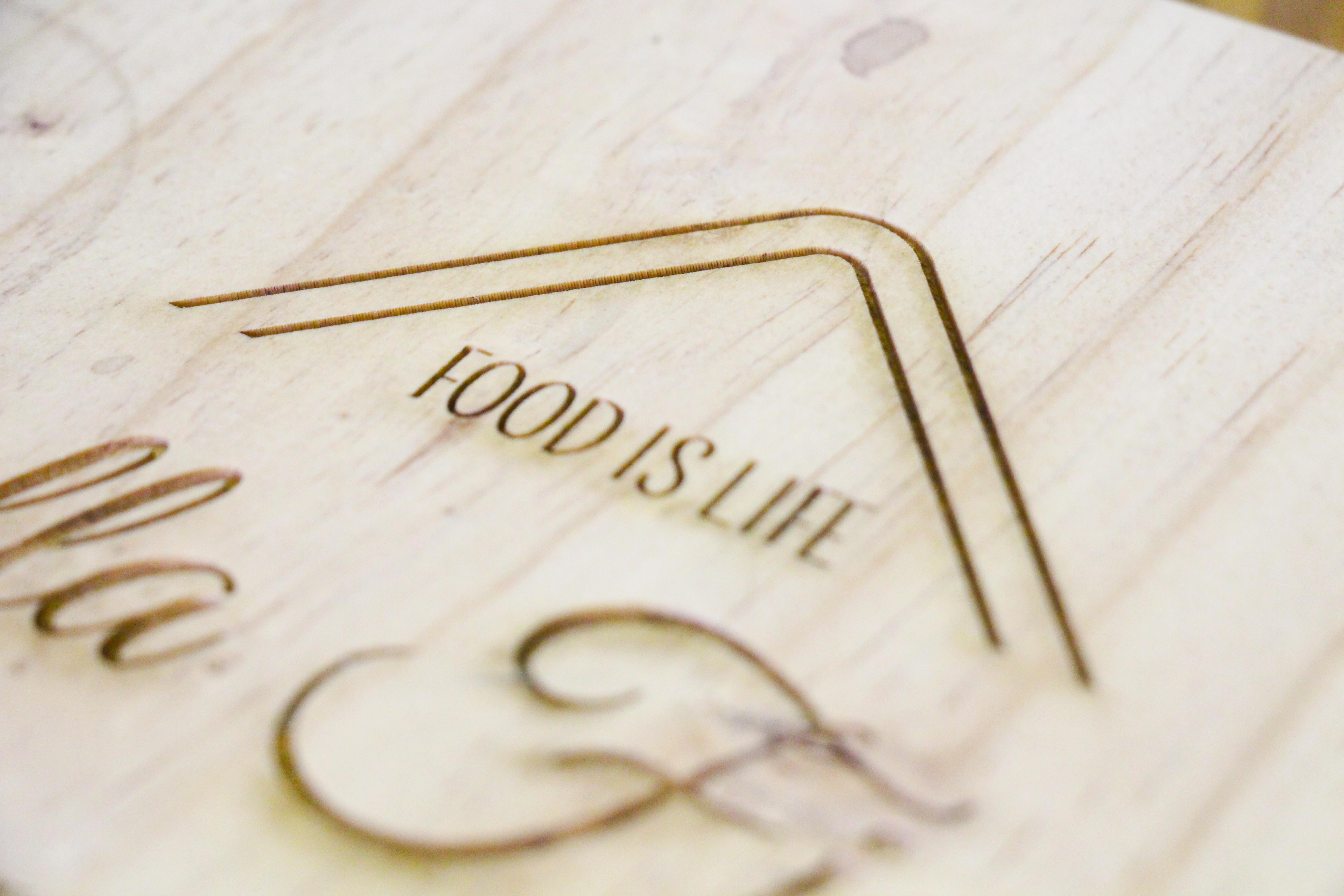 Cutting board personalised engraving